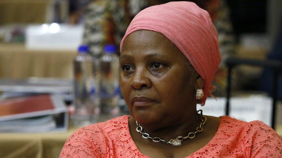 La ministre sud-africaine de la Défense privée de salaire durant trois mois