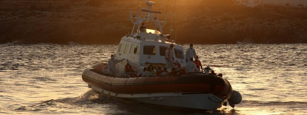 Italie : 2 400 clandestins évacués de Lampedusa vers la Sicile