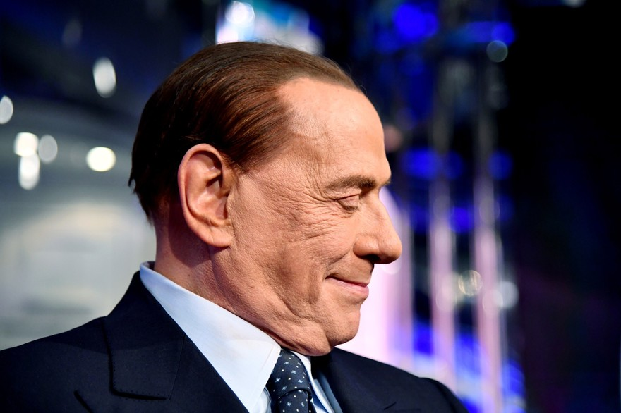 L'ex-Premier ministre italien Silvio Berlusconi testé positif au Covid-19