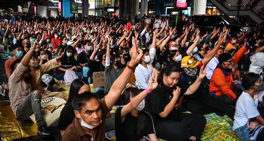 Thaïlande : Des militants sollicitent l'appui des Nations Unies contre la législation de lèse-majesté