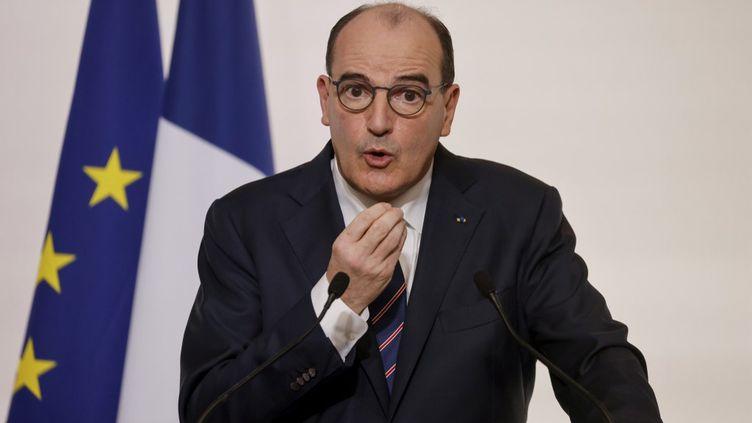Covid-19 : la France maintient les restrictions et va accélérer la vaccination
