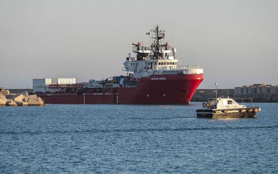 L'Italie autorise l'accostage de l'Ocean Viking en Sicile, avec 422 clandestins à son bord