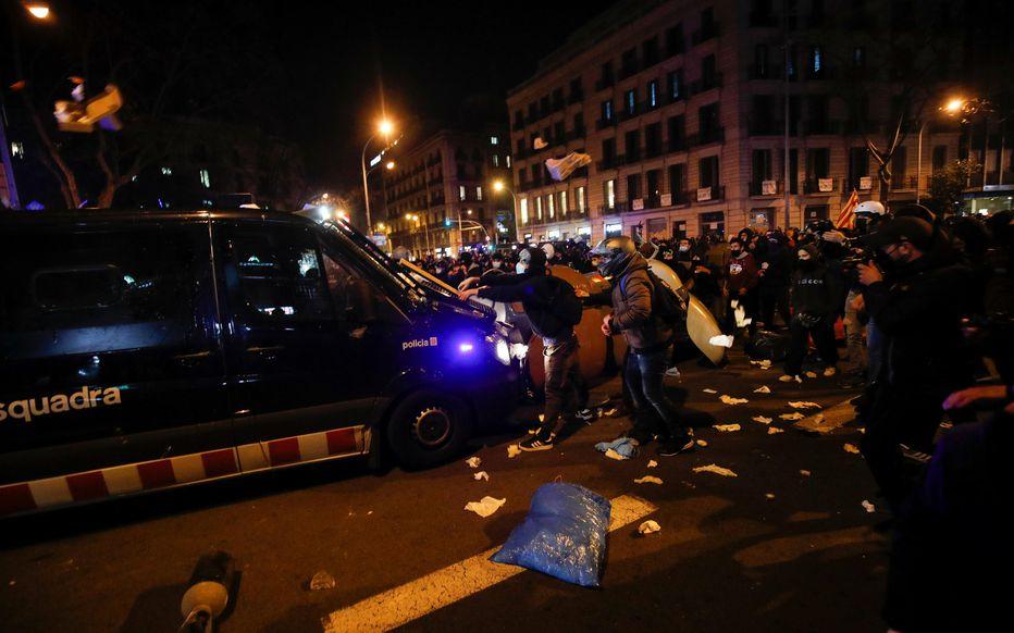 Espagne : De nouvelles manifestations de soutien à un rappeur dégénèrent en violences à Madrid et Barcelone