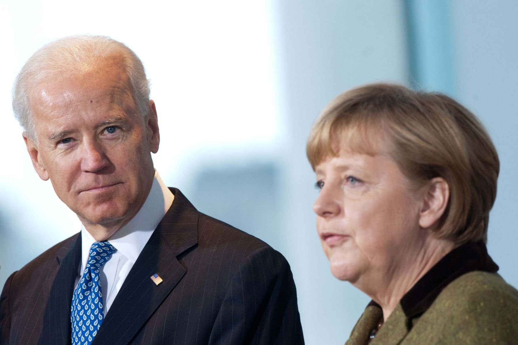 Joe Biden et Angela Merkel appellent la Russie à réduire ses forces à la frontière ukrainienne