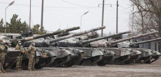 La Russie annonce le retrait de ses troupes des frontières ukrainiennes