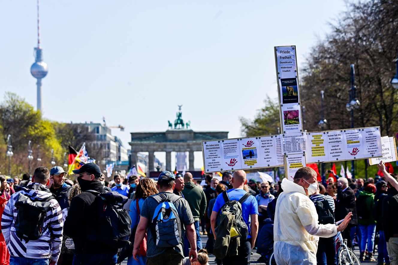 Coronavirus : l'Allemagne instaure un couvre-feu national qui contraste avec le fédéralisme