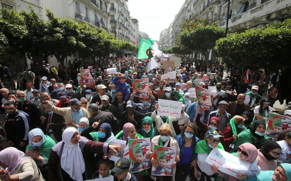 Algérie : Le président Tebboune met en garde les protestataires du Hirak