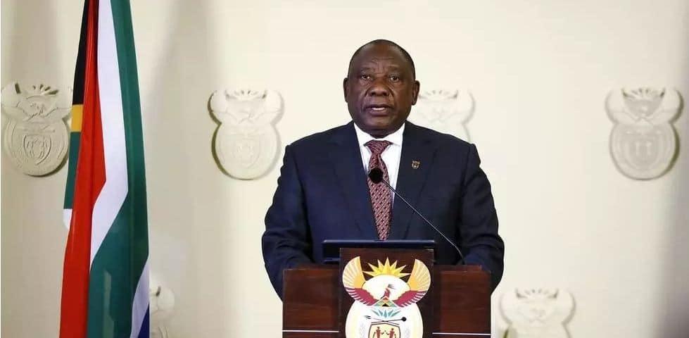 Le président sud-africain Ramaphosa remet à 30 fermiers noirs les titres fonciers de terrains appartenant à l'Etat