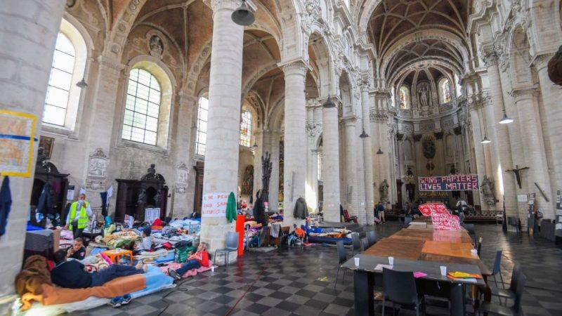 Les Nations Unies apportent leur soutien aux migrants en grève de la faim en Belgique