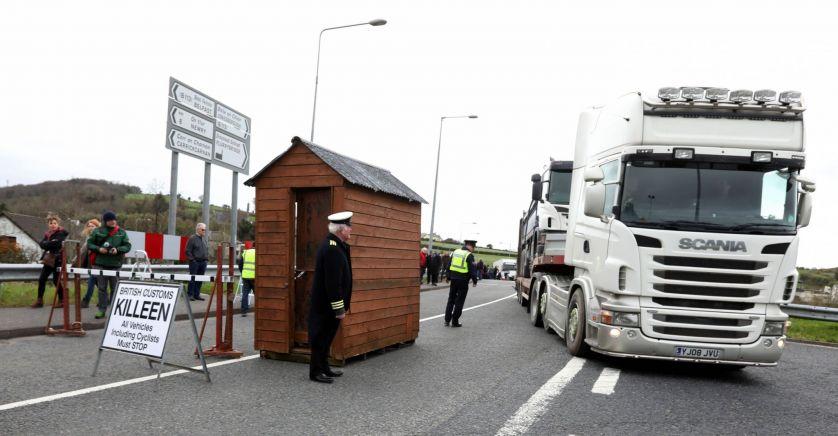 Londres veut prolonger la période de grâce sur les contrôles douaniers en Irlande du Nord